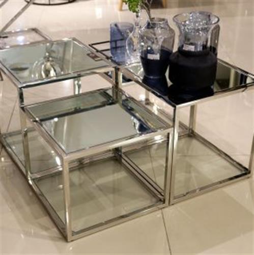 שולחן נירוסטה 4 קוביות ADAGIO  מגיע בצבע: נירוסטה מידות: 100x100x51H