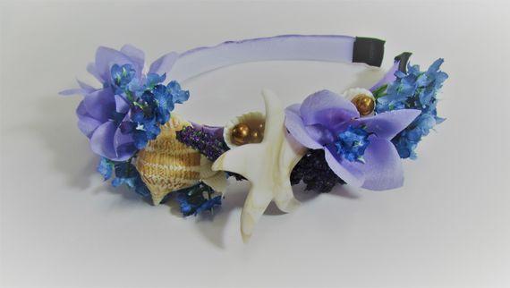 זר ים סגול - קשת פרחים סגולים וצדפים