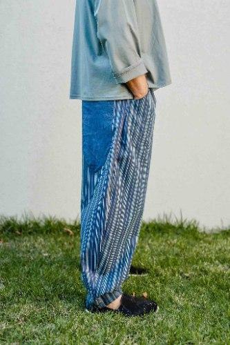 מכנסיים מדגם נור בצבע ג׳ינס עם פסים
