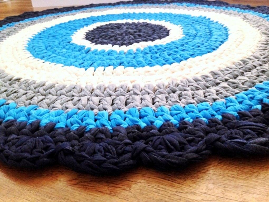 שטיח עין, שטיח סרוג בצבעי העין הטובה, שטיח עין טובה, שטיח סרוג לחדר הילדים, שטיחים סרוגים ,שטיח סרוג, שטיח עגול, שטיח עבודת יד, שטיחים סרוגים,
