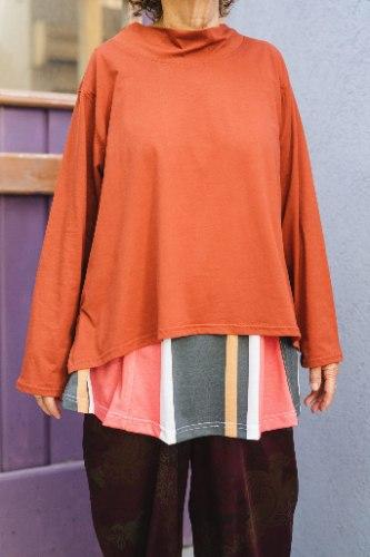 חולצות מדגם איה בצבע טרה קוטה (חמרה)
