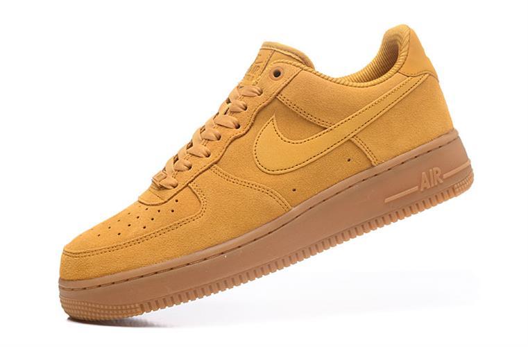 נעלי ספורט מעוצבות NIKE AIR FORCE 1 '07