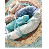סט לעיצוב חדר לתינוק, סט לעיצוב חדרי תינוקות הכולל שטיח סרוג לחדר הילדים, סלסלת איחסון לשידת החתלה, נחשוש בצבעים תואמים, עיצוב חדרי ילדים, שטיחים סרוגים, נחשוש,