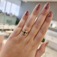 טבעת זהב מיוחדת עם אבן חן ספיר ויהלומים