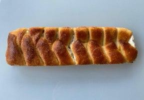 עוגת שמרים גבינה וריבת תות