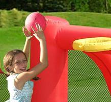 מתקן מתנפח מגרש כדורגל דגם הפיהופ happyhop  9072 -  בצורת מגרש כדורגל כדורסל וכדורעף