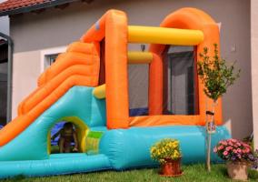 מתקן קפיצה ומים מגלשת המים  -  Happy Hop - קפיץ קפוץ