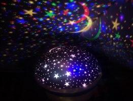מנורת לילה מקרן כוכבים וירח