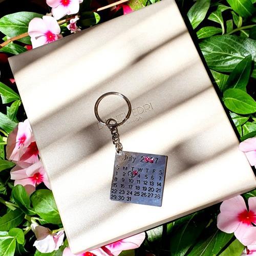 מחזיק מפתחות לוח שנה (תאריך) ואבנים