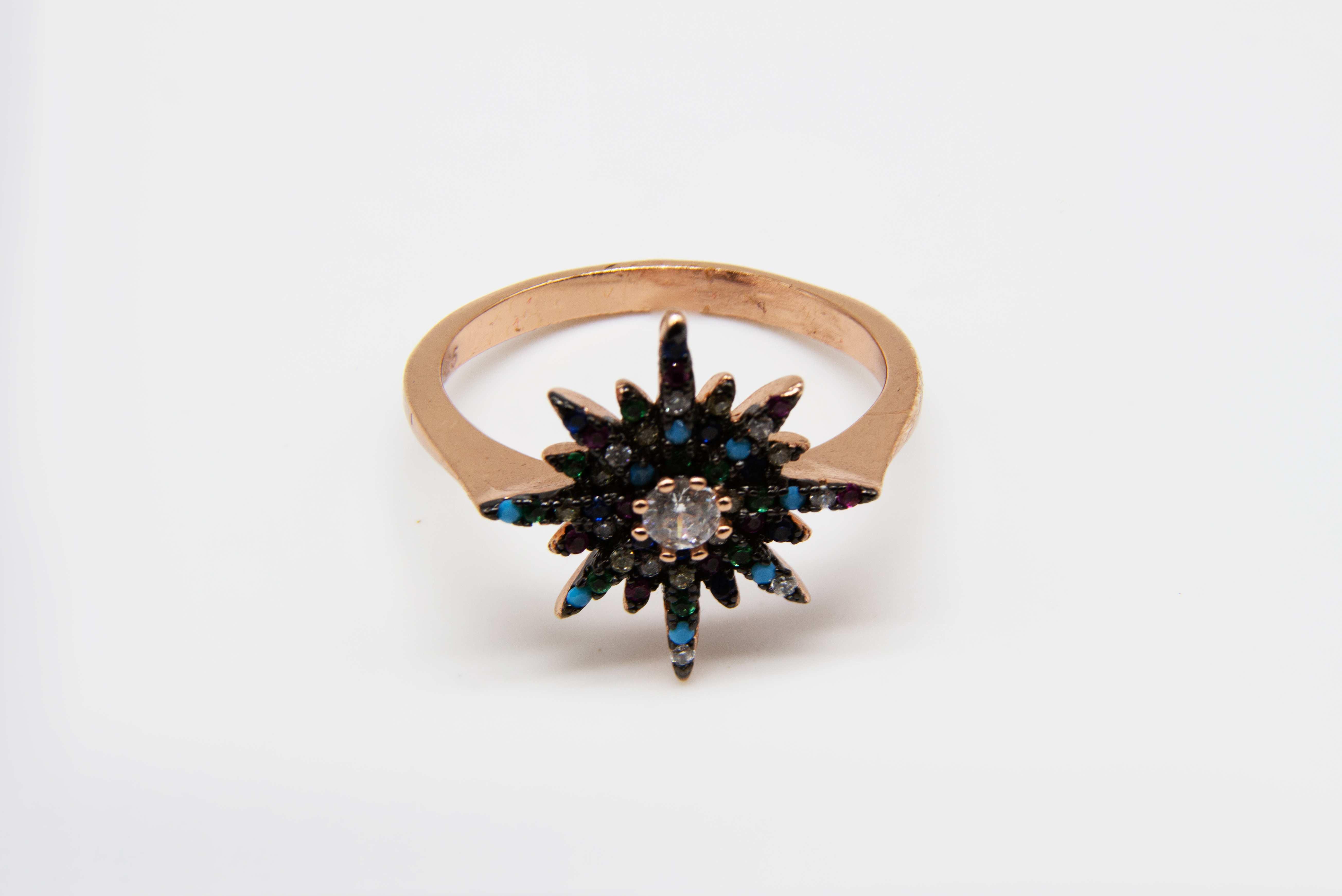 טבעת כוכב רוזגולד משובץ אבנים צבעוניות