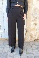 מכנסי רומי מחוייטים שחור