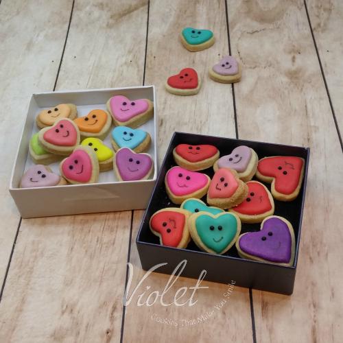 עוגיות חייכנים בקופסא
