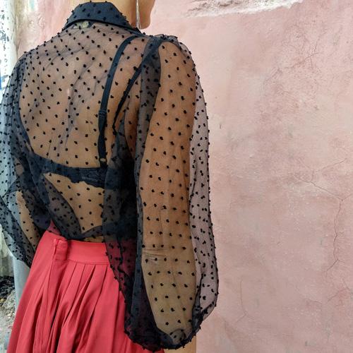 חולצת שיפון שחור נקודות
