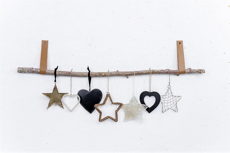 ענף מיקס של 7 יח' לבבות וכוכבים ורצועות עור