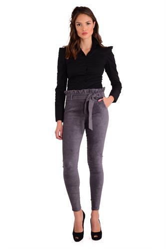 מכנס  צמוד וגבוה בצבע אפור עם חגורה