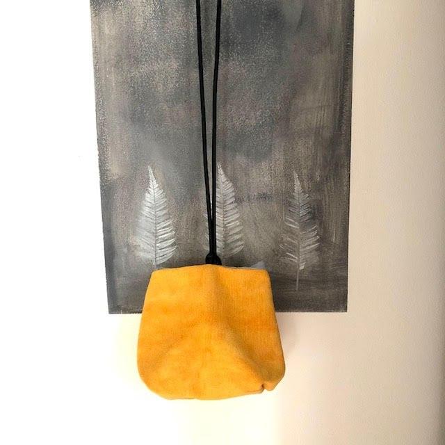 תיק צד יפני בצבע צהוב מבד