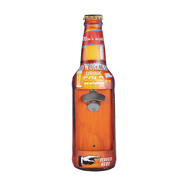 פותחן בקבוקי בירה תלוי על קיר