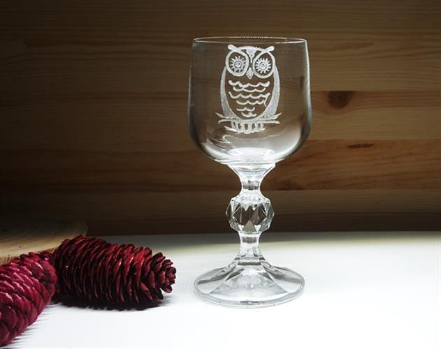 ינשוף על כוס יין מקריסטל יוקרתי