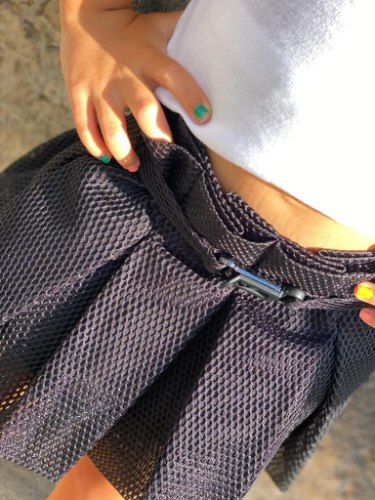 חצאית שחורה עם חגורה - 2-16