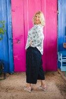 מכנסיים מדגם מיכאלה בצבע שחור עם פסים בכחול כהה