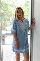 שמלת ג'ינס רקמה כחול בהיר