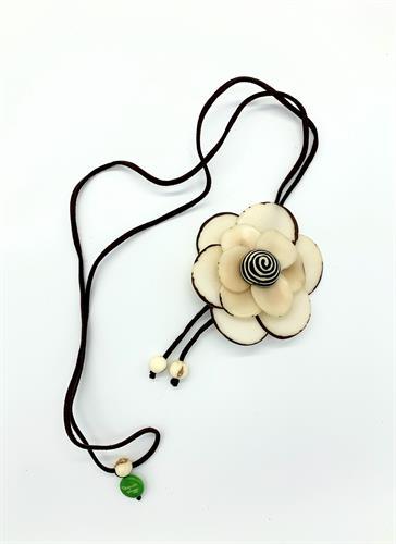 פרח 3D לבן