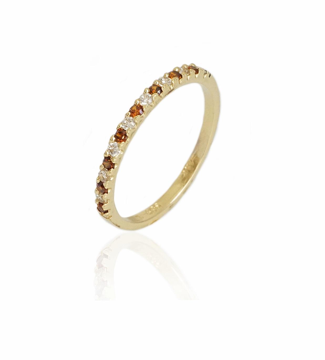 טבעת איטרניטי  זרקונים בצבע חום ולבן בזהב 14 קרט טבעת זהב משלימה