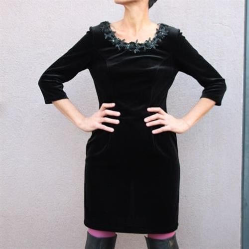 שמלת מעצבים מקטיפה שחורה שזורה חרוזים מידה L/XL