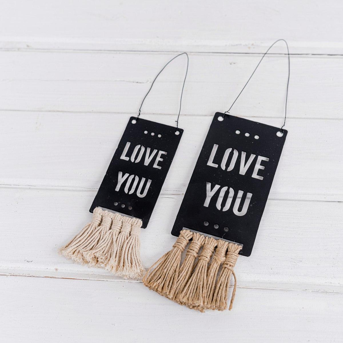 זוג שלטי מתכת עם פרנזים - LOVE YOU