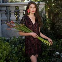 שמלת HIGH אמבר תחרה שחורה ואפרסק