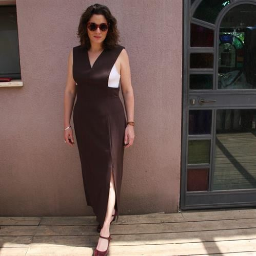 שמלה חומה אלגנטית ומעוצבת מידה L