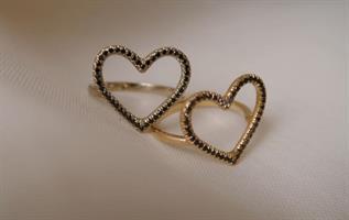 טבעת לב יהלומים שחורים זהב לבן