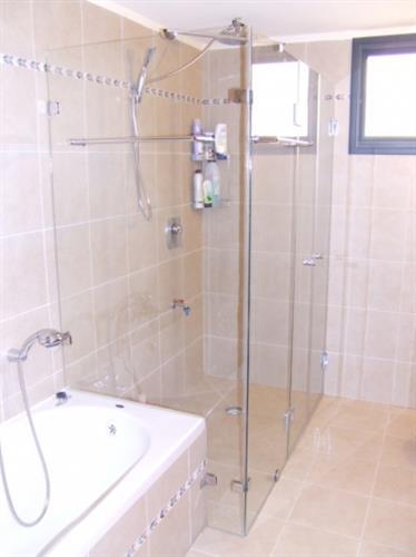 משולב ונציה + דופן על אמבטיה