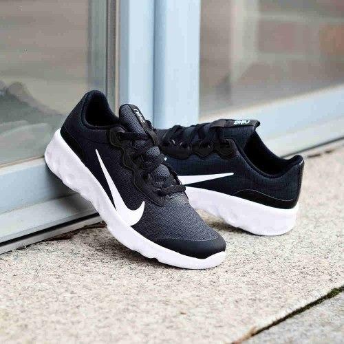 נעלי ריצה נשים נייק Explore Strada צבע שחור לבן דגם
