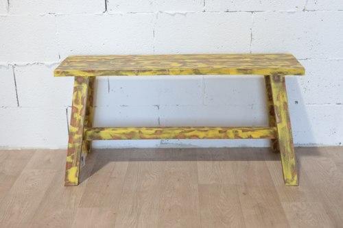 ספסל ישיבה צהוב