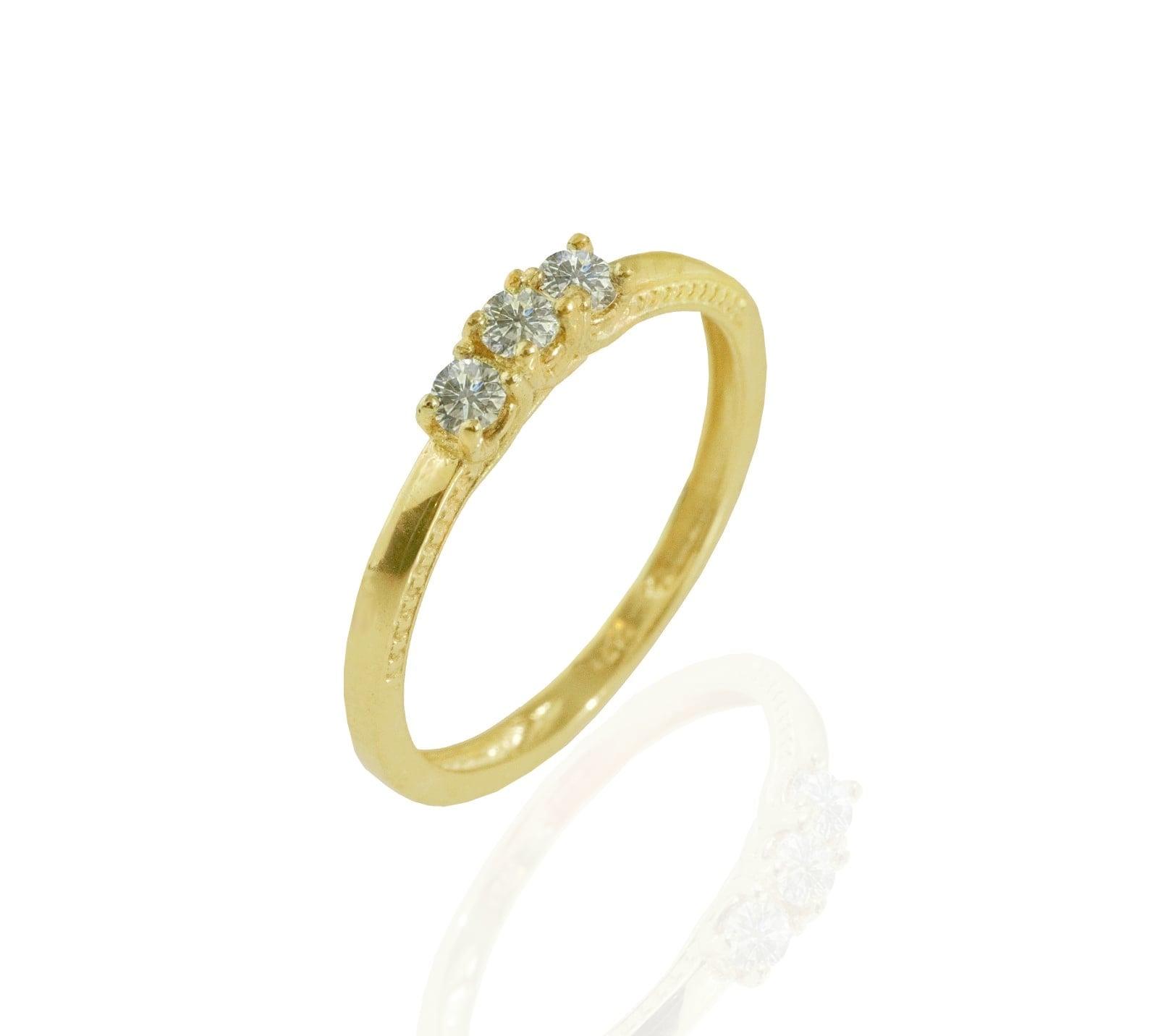 טבעת יהלומים │ טבעת שלוש יהלומים │ טבעת זהב משובצת יהלומים 0.33 קראט