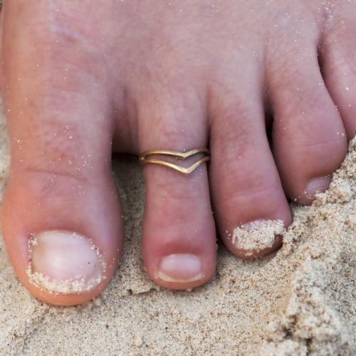 טבעת רגל וארונה בראס