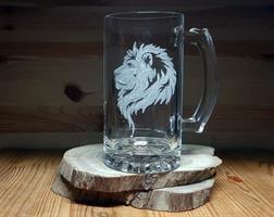 כוס בירה עם חריטה