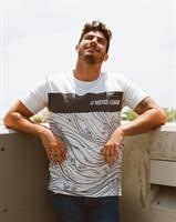 חולצה מודפסת עם קיפול בשרוול