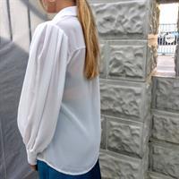 חולצת RACHEL לבנה עם שרוול