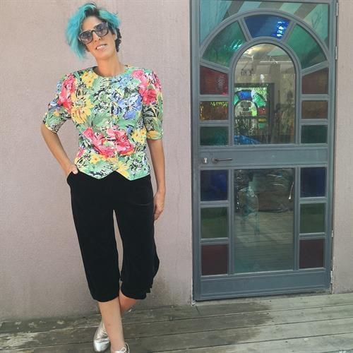 חולצת 80s צבעונית מטריפה מידה L/XL