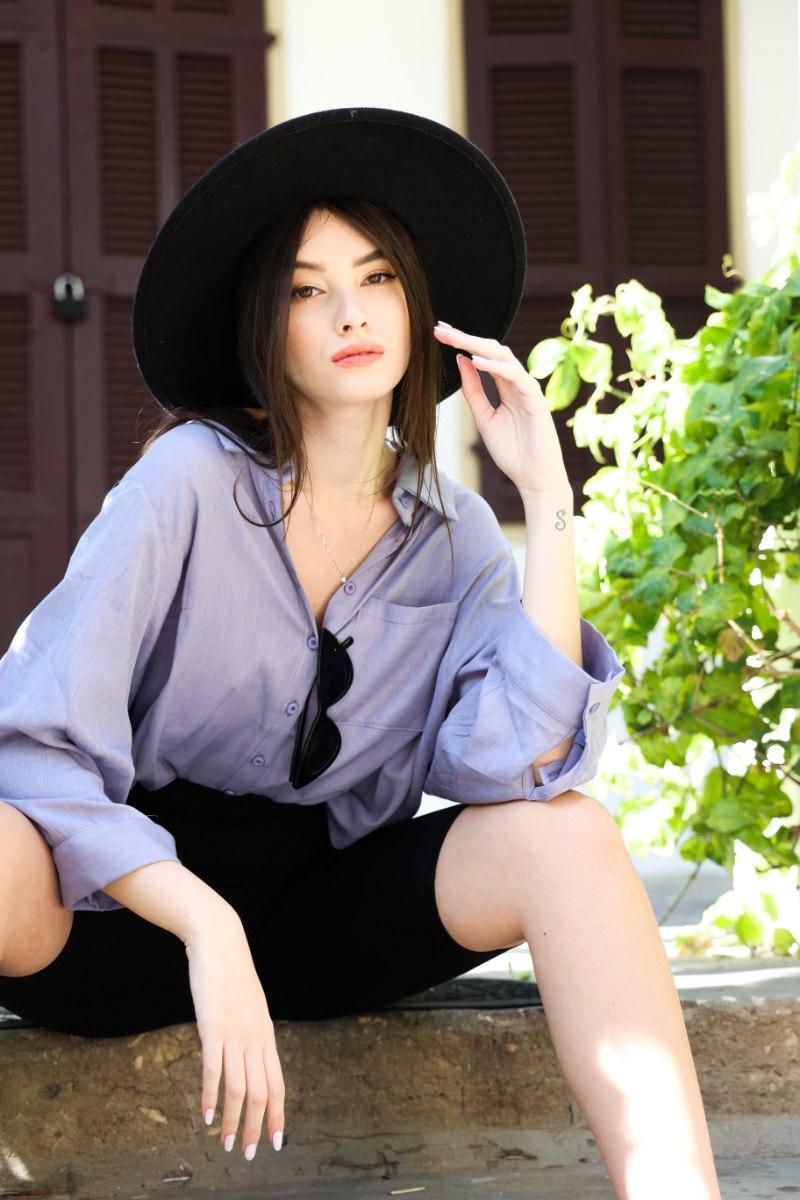 חולצת קרולין  סגול/שחור