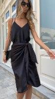 חצאית מעטפת סאטן שחורה