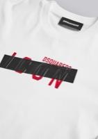 DSQ2 טישרט לבנה לוגו אדום שחור מידות 4-16