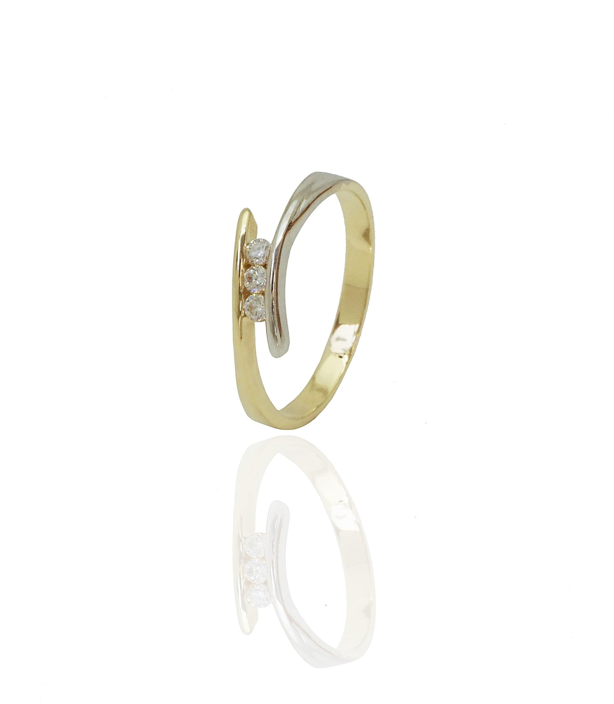 טבעת משולבת זהב צהוב ולבן עם זרקונים נוצצים