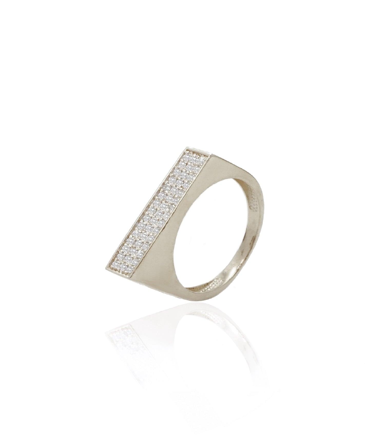 טבעת יהלומים א - סימטרית לאשה