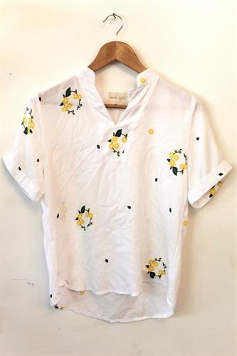 חולצת קארן פרחים צהוב