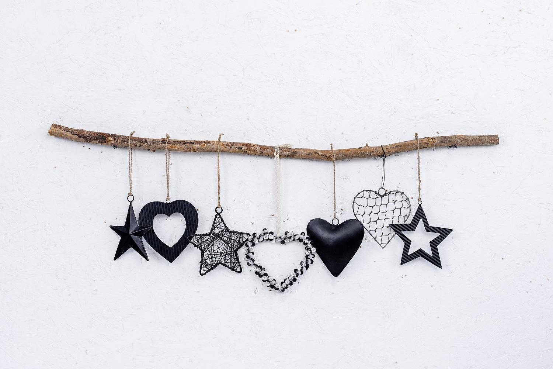 ענף מיקס של 7  יח' לבבות וכוכבים - שחור
