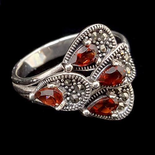 טבעת כסף משובצת מרקזטים ואבני גארנט אדום RG1475 | תכשיטי כסף 925 | טבעות כסף