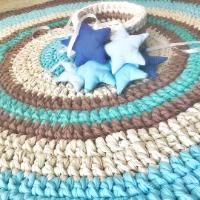 נחשוש לתינוק, עיצוב חדרי תינוקות, חדר לתינוק, נחשוש ושטיח סרוג, סט משלים של שטיח סרוג ונחשוש לחדר התינוק, ריבי יער מעצבת טקסטיל, שטיחים סרוגים בהזמנה,